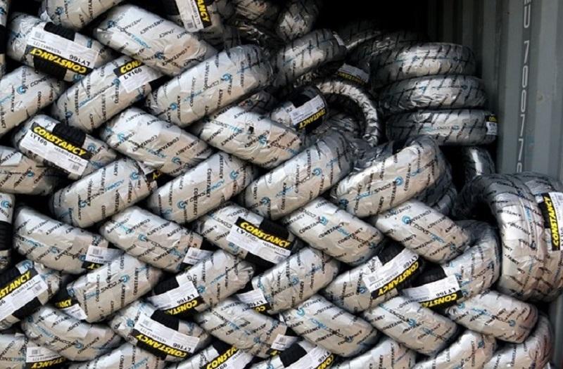 انبار احتکار ۱۱۰ هزار و ۵۶۸ لاستیک در کهریزک کشف شد